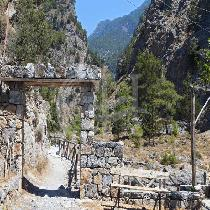 Samaria Gorge with with tour guide and transfer